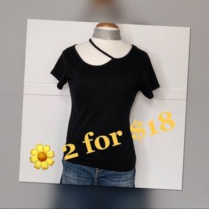 Tops - Black Cut Out Top 🌼🌼